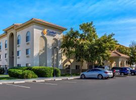 Comfort Inn & Suites Phoenix North / Deer Valley, hotel in Deer Valley, Phoenix