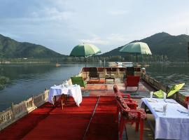 House boat the Mughal palace, hotel in Srinagar