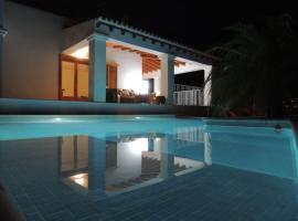 Warm Holiday Home with Private Pool in St Josep de sa Talaia, hotel a Cala Vadella