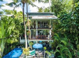 Tree Tops Villa, hotel in Tabanan