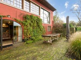 Exclusive charming house t Vrije in a spectacular villa in Damme, apartment in Damme