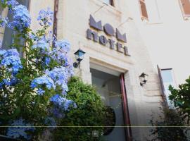 Hotel Mom Assisi, hotell i Assisi