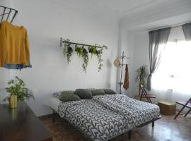 relax room in front of Sea, best location!, habitació en una casa particular a València