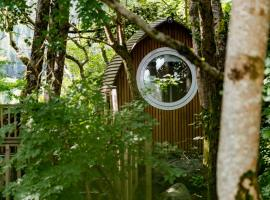 RiverBeds - Luxury Wee Lodges with Hot Tubs, holiday home in Glencoe