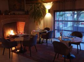 Blue Lagoon Suites & Spas Piscine Montauban, hotel in Montauban