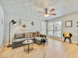 The Dallas Vibe and Free Arboretum Tickets, vacation rental in Dallas