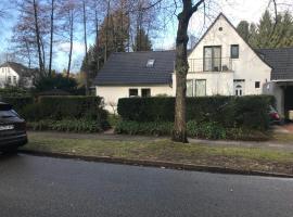 Familienfreundliches Einzelhaus mit 5 Schlafzimmern am Stadtwald, holiday home in Hamburg