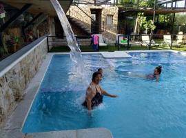 Posada Rural SPA Granja LA TEJERA de Lozoya, hotel en Gargantilla del Lozoya
