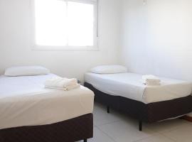 Kitnet com garagem, elevador e Wi-Fi em Camobi, pet-friendly hotel in Santa Maria