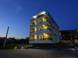 Apartments Adriatic, hotel with jacuzzis in Podstrana