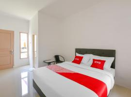 OYO 3315 Tanjung Residence Syariah, hotel in Padang