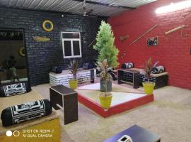 The open door home stay and cafe, hotel in Pushkar
