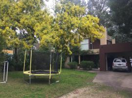 Casa en Bosque Peralta Ramos, hotel en Mar del Plata
