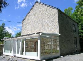 Modern Holiday Home in Ferrieres with Sauna, hôtel à Ferrières
