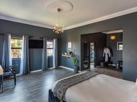 Daze House, hotel near Huddle Park Golf & Recreation, Johannesburg