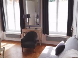 Le Petit Mansart, hotel económico en Versalles