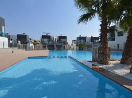 Modern Holiday Home with Swimming Pool near Sea in Orihuela, hotel in Los Dolses
