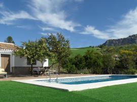 Cottage with in Andalusia with Swimming Pool, hotel in Villanueva de la Concepción