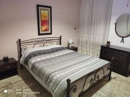 Airport's Close, Cozy Flat for 4 Persons, apartment in Markopoulon