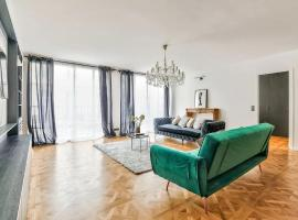 Luxurious Apartment Champs-Elysees - Clemenceau, hotel in Paris