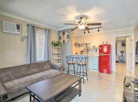 Cozy Clearwater Apt with Balcony, 5 Mi to Beach, vacation rental in Clearwater