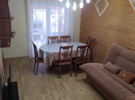 Апартаменты бунгало на Банном в 10 мин от ГЛЦ пешком, beach hotel in Yakty-Kul