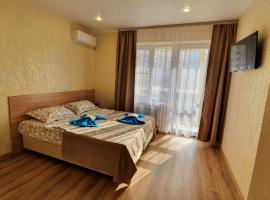 Радон-Кубань, апарт-отель в Центре города около жд Краснодар-1, в каждом номере своя кухня l Adygeyskaya naberezhnaya 38, апартаменты/квартира в Краснодаре