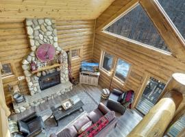 832 Mountain Cabin, hotel in Boyne Falls