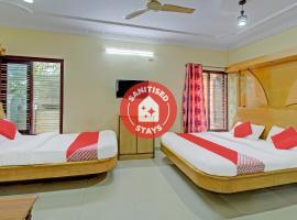 Vaccinated Staff- OYO 75449 Aishwarya Luxury Rooms, luxury hotel in Bangalore