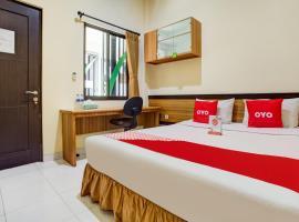 Vaccinated Staff - OYO 90037 Rumah Verde, hotel near Bogor Botanical Gardens, Bogor