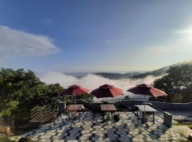 Lemongrass Hill Eco-Retreat, luxury tent in Karimkunnum