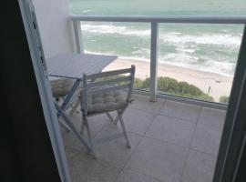 Miami Beach Oceanfront Apt with Balcony, vacation rental in Miami Beach