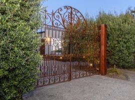 Grand Capella Villa 1, hotel in Blairgowrie