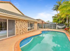 Perfect Family Getaway in Burleigh, hotel in Gold Coast