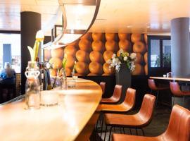Best Western Plus Amsterdam Airport Hotel โรงแรมใกล้สนามบินสกิปโพล - AMSในโฮฟด์ดอร์ป