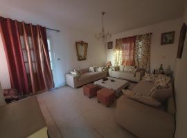 Bardo Villa Near Tunis Center, villa in Tunis
