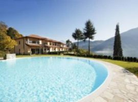 TREMEZZO RESIDENCE 5, golf hotel in Tremezzo