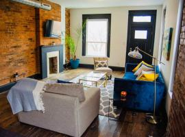 NEW Centrally located urban industrial-style retreat, vacation rental in Columbus