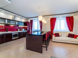 Красный бархат двухкомнатная квартира, hotel with pools in Yekaterinburg