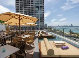 Pattaya Sea View Hotel, hotel near Tiffany Cabaret Show, Pattaya
