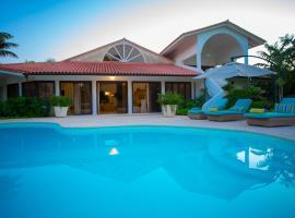Villa Aitana, hotel with jacuzzis in La Romana