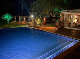 Pousada Boutique Itaipava, hotel with pools in Itaipava