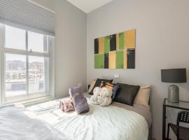 1 Private Double Room in Sydney CBD Near Train UTS DarlingHar&ICC&Chinatown with ensuite - ROOM ONLY, sumarhús í Sydney
