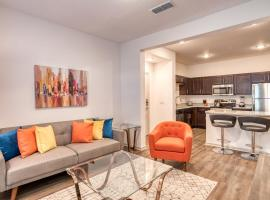 Stay Gia Modern 2 Bedroom Apartment With Patio At The Landing, apartment in St. Augustine