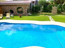 Lukas Garden House Accra with Pool, villa in Accra