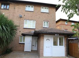 A A Guest Rooms Thamesmead Immaculate 4 Bed Rooms, hotel with jacuzzis in London