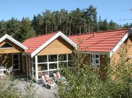 Four-Bedroom Holiday home in Aakirkeby 3, villa à Vester Sømarken