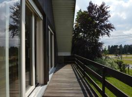 Welcoming Chalet by the Forest in Ovifat, hotel in Waimes