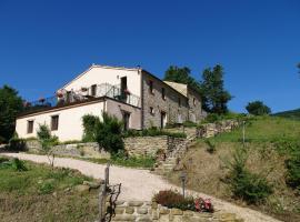 Peaceful Cottage with Private Terrace in Pergola, hotel in Pergola