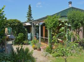 Colorful comfort in this bungalow near a lake, beach, dunes and sea, villa in Noordwijkerhout